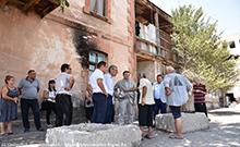 Մարզպետն այցելել է Նորապատի 5-րդ փողոցի այրված և 3-4-րդ կարգի վթարային համարվող շենքեր