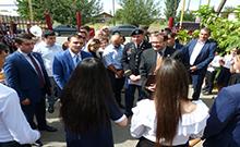 Մարզպետն ԱՄՆ դեսպանի հետ այցելել է Ծիածանի և Ամբերդի դպրոցներ