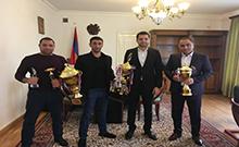 Մարզպետ Համբարձում Մաթևոսյանն ընդունել է Հայաստանի K1 ազգային սիրողական ֆեդերացիայի Արմավիր մասնաճյուղի նախագահին և մարզիկ Դավիթ Անդրեասյանին