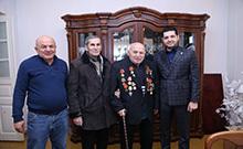 Ամանորին ընդառաջ մարզպետն այցելել է Հայրենական մեծ պատերազմի վետերաններին
