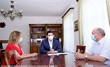 Մարզպետ Համբարձում Մաթևոսյանը շնորհակալագրով է պարգևատրել Ռոզա Համբարձումյանին